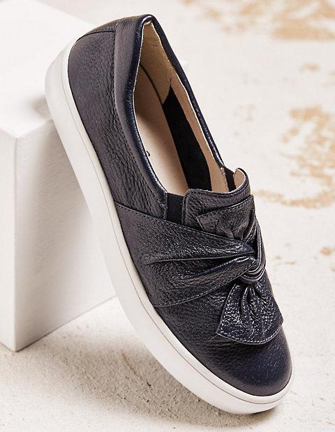 online retailer d2061 3ec1c Slipper Santha von Caprice in blau | Deerberg