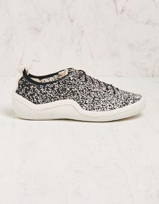 Think Sneaker Ronneby schwarz